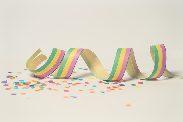 Image of streamers and confetti
